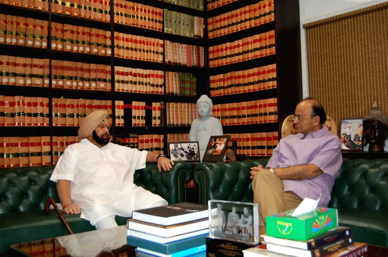 Punjab Chief Minister Captain Amarinder Singh calls on Union Finance Minister Arun Jaitley in New Delhi, on Oct 3, 2017. - Captain Amarinder Singh and Arun Jaitley