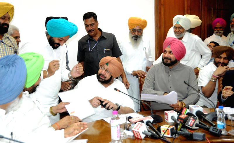 Punjab Chief Minister Captain Amarinder Singh and Minister Navjot Singh Sidhu during a programme in Chandigarh, on Oct 17, 2017. - Captain Amarinder Singh and Navjot Singh Sidhu