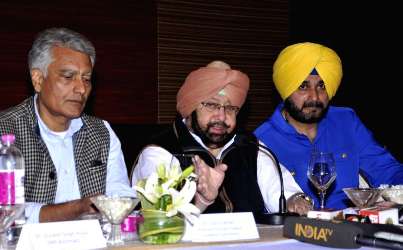 Punjab Chief Minister Captain Amarinder Singh and state Minister Navjot Singh Sidhu with state Congress chief Sunil Jakhar  during a press conference in Amritsar on Dec7, 2017. - Captain Amarinder Singh and Navjot Singh Sidhu