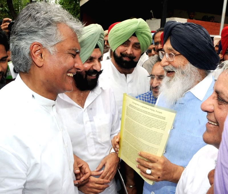 Punjab Chief Minister Parkash Singh Badal interacts with Congress leader Sunil Jakhar in Chandigarh on June 23, 2014. - Parkash Singh Badal