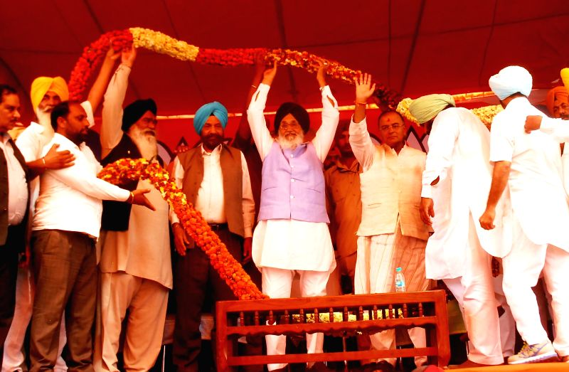 Punjab Chief Minister Parkash Singh Badal with BJP candidate for 2014 Lok Sabha Election from Amritsar, Arun Jaitley during a rally in Ajnala near Amritsar on April 16, 2014.