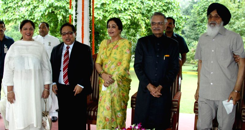 Punjab CM Parkash Singh Badal,Punjab Governor and Administrator, Union Territory Shivraj V. Patil along with MP Kirron Kher during `At Home` function on the occasion of Independence Day in Amritsar .. - Parkash Singh Badal and Kirron Kher
