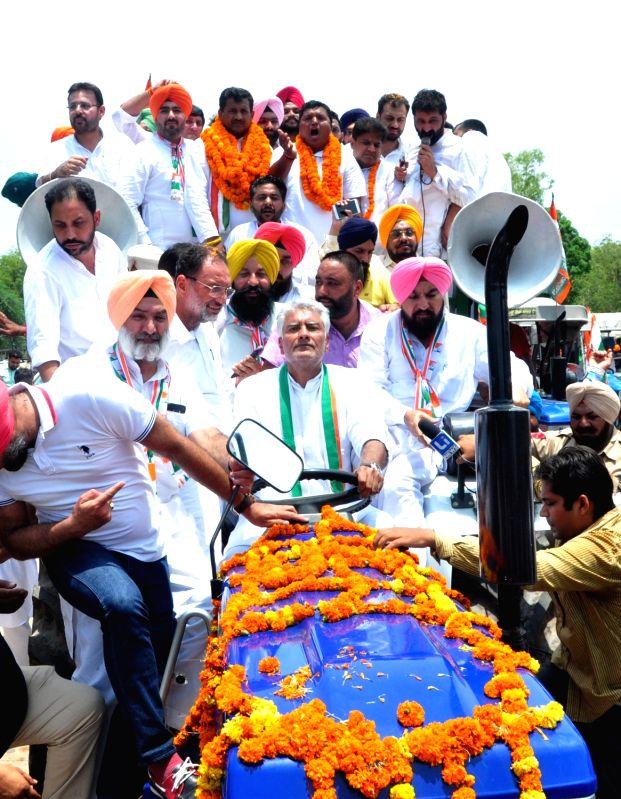 Punjab Congress chief Sunil Jakhar during 'Bharat Bachao Jan Andolan', in Banaur of Punjab on June 9, 2018.