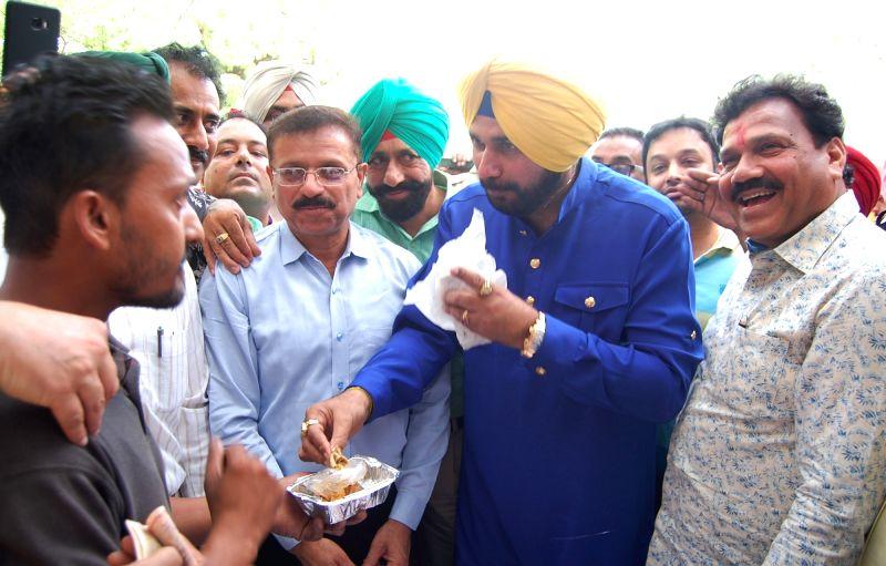 "Punjab Minister Navjot Singh Sidhu inaugurates ""Sanjhi Rasoi"" - where food will be provided at Rs. 10; in Amritsar, on June 10, 2017. - Navjot Singh Sidhu"