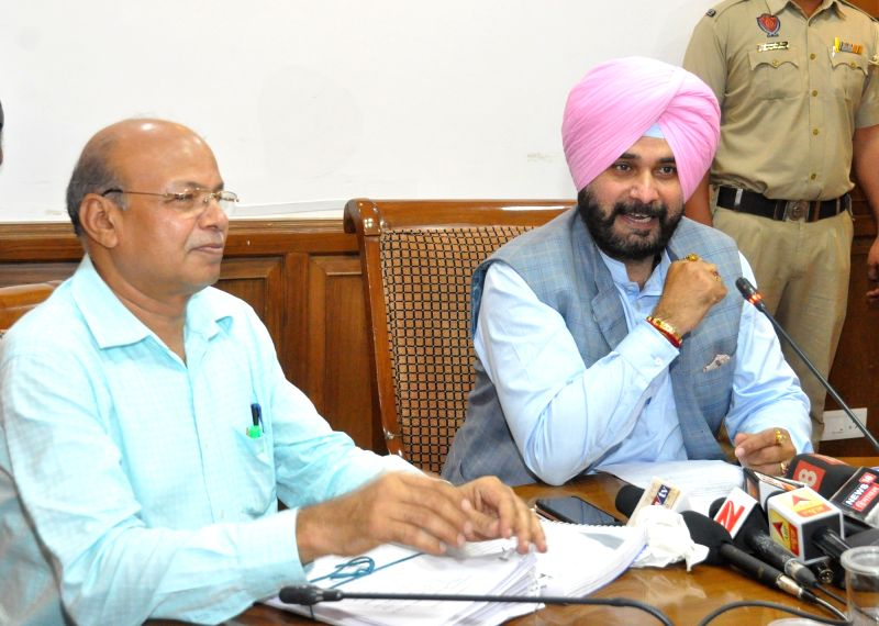 Punjab Tourism and Cultural Affairs Minister Navjot Singh Sidhu (R) addresses a press conference in Chandigarh on Aug 12, 2017. - Navjot Singh Sidhu