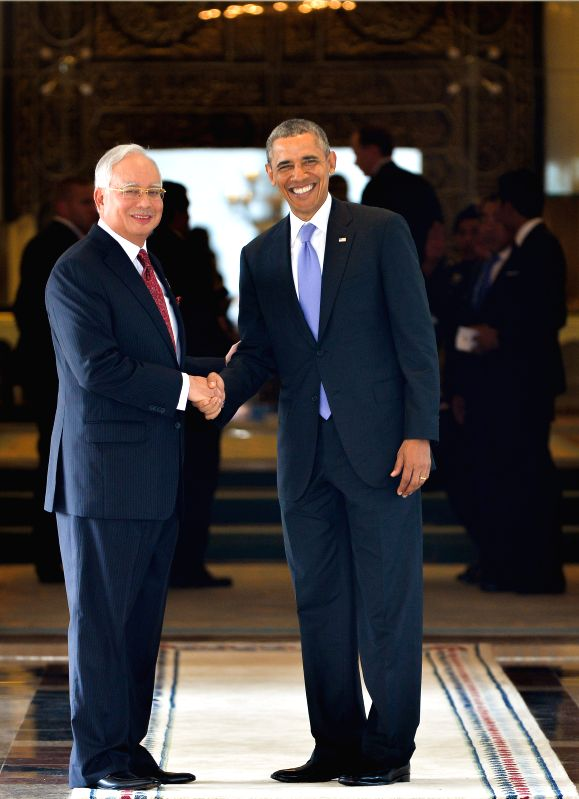Visiting U.S. President Barack Obama (R) shakes hands with Malaysian Prime Minister Najib Tun Razak in Putrajaya, Malaysia, on April 27, 2014. Obama started his