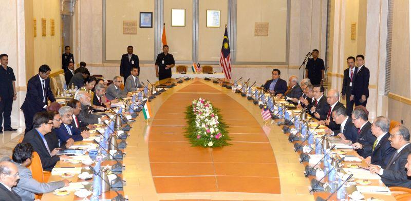 Putrajaya (Malaysia): Prime Minister Narendra Modi and the Prime Minister of Malaysia, Najib Razak during a delegation level meeting, in Putrajaya, Malaysia on Nov 23, 2015. - Narendra Modi