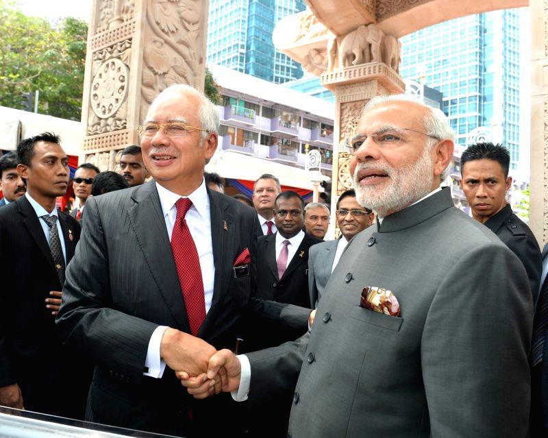 Putrajaya (Malaysia): Prime Minister Narendra Modi and the Prime Minister of Malaysia Najib Razak, at the Torana Gate inauguration ceremony, in Putrajaya, Malaysia on Nov 23, 2015. - Narendra Modi