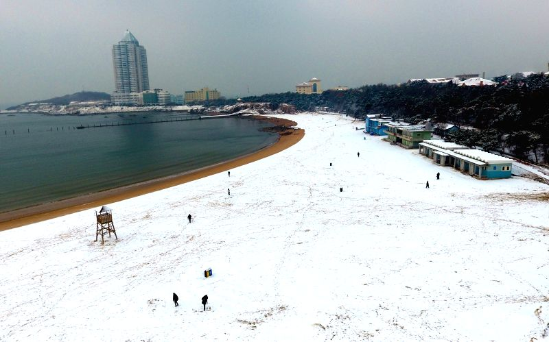 QINGDAO, Jan. 28, 2018 - Photo taken on Jan. 28, 2018 shows the accumulated snow on Qingdao second bathing beach in Qingdao, east China's Shandong Province.  Qingdao witnessed a snowfall Saturday.