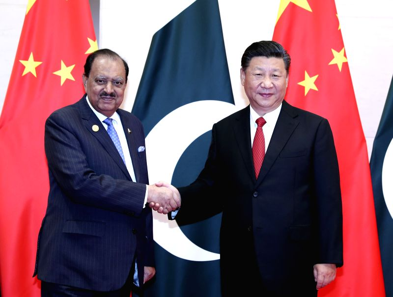 QINGDAO, June 9, 2018 - Chinese President Xi Jinping (R) meets with his Pakistani counterpart Mamnoon Hussain in Qingdao, east China's Shandong Province, June 9, 2018.