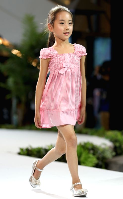 "QINGDAO, May 12, 2016 - A child model presents a Babby Angie children's garment at ""vogue Zhucheng "" fashion show during the 16th China (Qingdao)International Fashion Week in Qingdao, east ..."