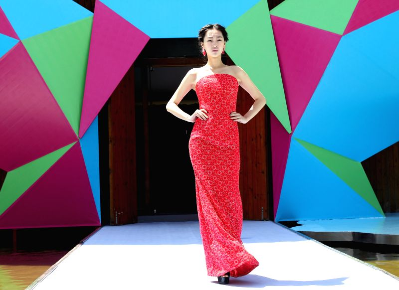 QINGDAO, May 13, 2016 - A model presents a creation of Australian designer Cristina Tridente during the 16th China (Qingdao) International Fashion Week in Qingdao, east China's Shandong Province, May ...