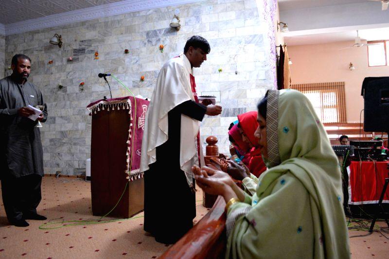 Pakistani Christians attend midnight Easter mass in southwest Pakistan's Quetta, April 20, 2014.