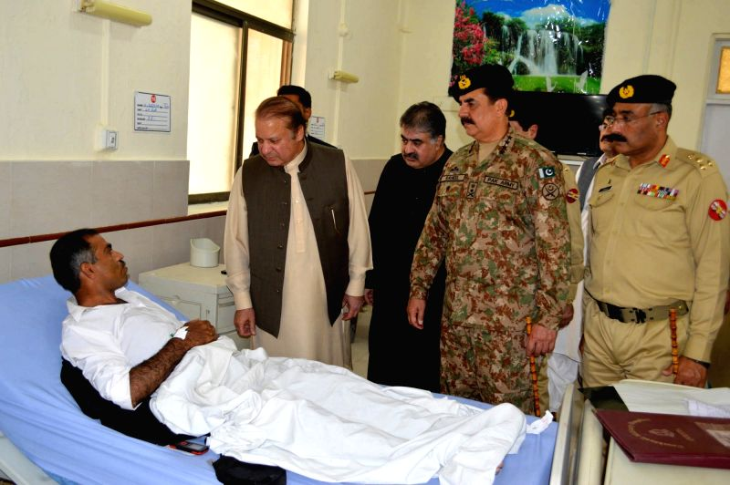 QUETTA, Aug. 8, 2016 - Pakistani Prime Minister Nawaz Sharif (L, front) and Pakistan's army Chief Raheel Sharif (2nd R, front) visit a man who was injured in the hospital bomb blast at an army ... - Nawaz Sharif