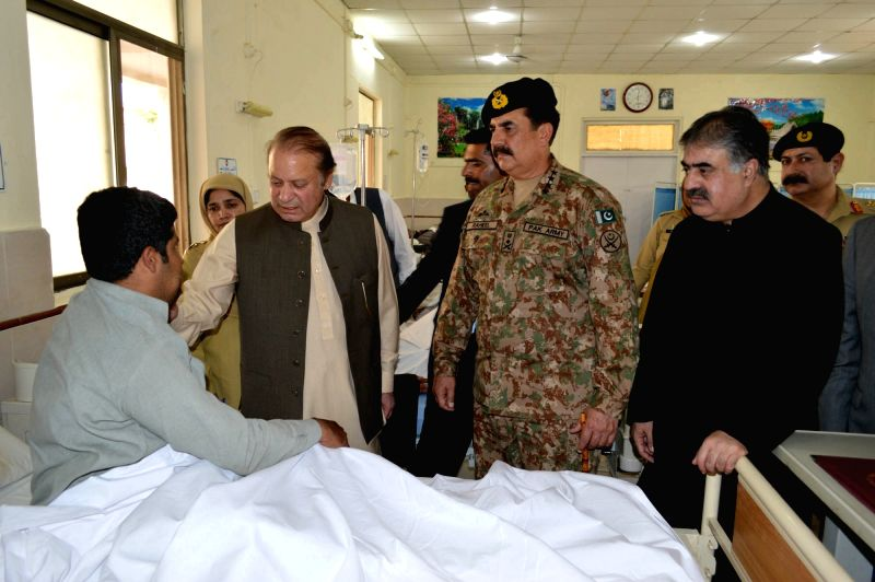 QUETTA, Aug. 8, 2016 - Pakistani Prime Minister Nawaz Sharif (L,center) and Pakistan's army Chief Raheel Sharif (R,center) visit a man who was injured in the hospital bomb blast at an army hospital ... - Nawaz Sharif