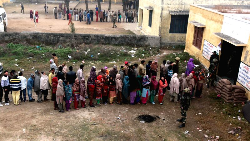 R S Pura: People queue-up to cast their votes during the fifth and final phase of Jammu and Kashmir assembly polls in R S Pura border village of Jammu district on Dec 20, 2014.