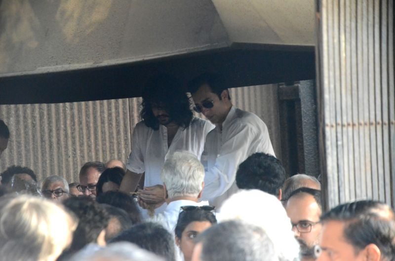 Rahul Khanna and Sakshi Khanna at the funeral of their father and veteran actor Vinod Khanna, who died in a Mumbai hospital after a prolonged illness on April 27, 2017. - Vinod Khanna, Rahul Khanna and Sakshi Khanna