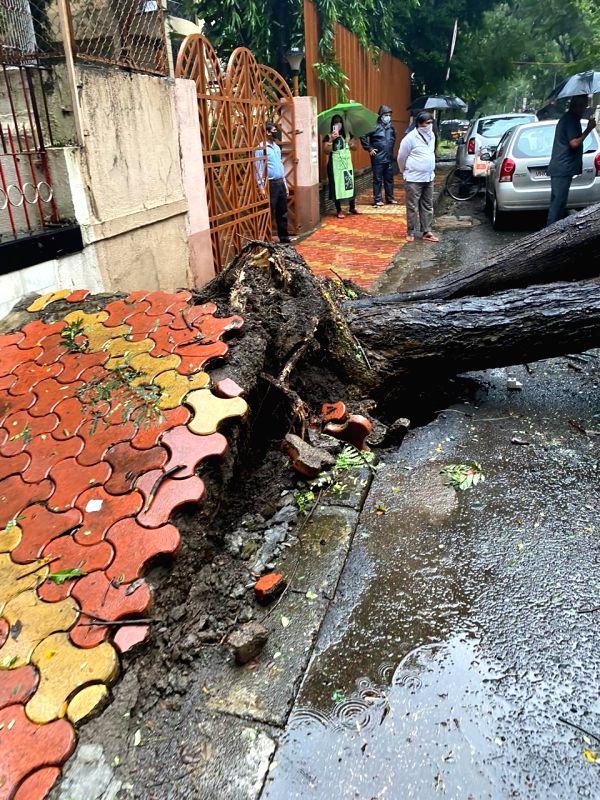 Rains pound Mumbai, MMR for second straight day.