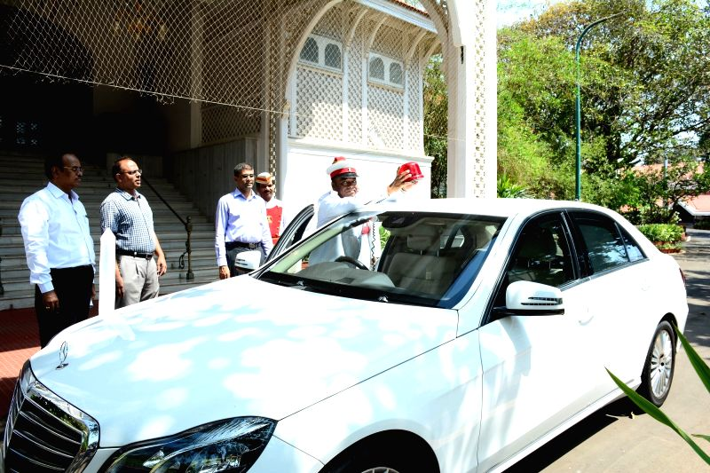 Raj Bhawan staff remove beacon from Maharashtra Governor Chennamaneni Vidyasagar Rao's car in Mumbai, on April 21, 2017. The Union Government on Wednesday announced official vehicles of ... - Chennamaneni Vidyasagar Rao