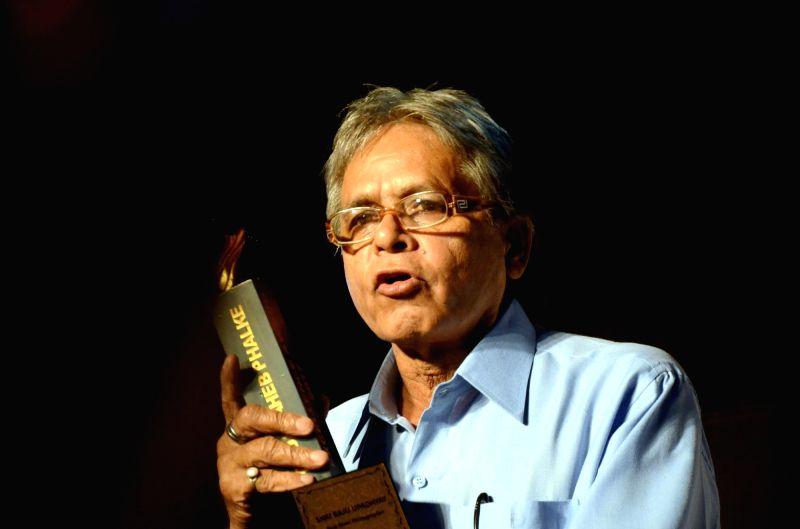 "Raju Upadhyay received the ""Best Press Photographer"" award at the Dadasaheb Phalke award function in Mumbai on April 21, 2017. - Raju Upadhyay"