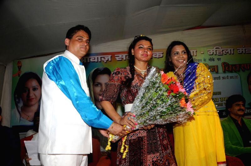 Rakhi Sawant Being Felicitated by Cyril D`Souza (Awaz Samajik Sanstha) during a celebration on Women Empowerment initiative by `Awaz Samajik Sanstha`of Cyril D`Souza in Mumbai, on Aug. 17, 2014.