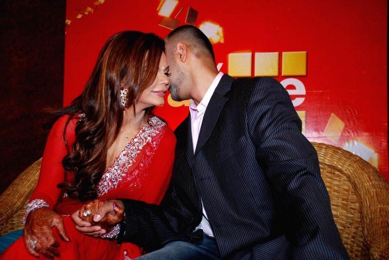 elesh parujanwala dating Qazi tauqeer sarwar ahuja elesh parujanwala karan kundra and anusha dandekar hosted this popular dating show mtv love school.