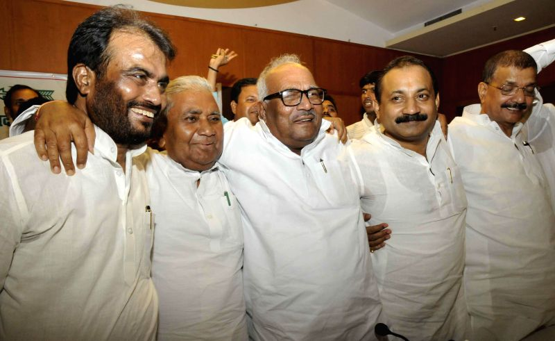 Ramchandra Purve of RJD, JD(U) leader Vashist Narayan Singh, Congress leader Ashok Choudhary and others during a press conference in Patna to announce their alliance to contest the upcoming Assembly . - Vashist Narayan Singh and Ashok Choudhary
