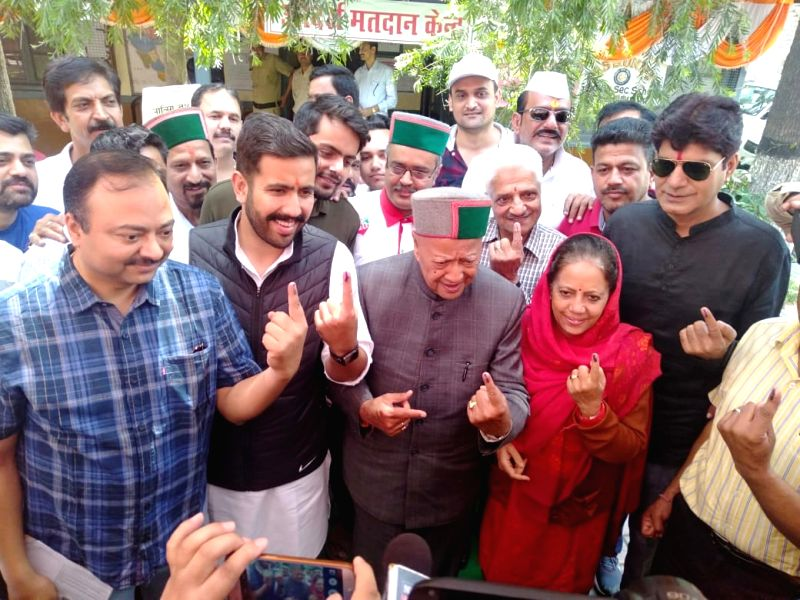 Rampur: Congress leader Virbhadra Singh and his family members show their forefingers marked with indelible ink after casting vote during the seventh and the last phase of 2019 Lok Sabha Elections at a polling booth in Rampur, Himachal Pradesh on May