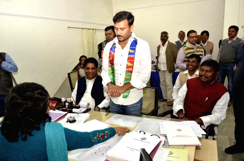 BJP leader and former chief minister of Jharkhand Arjun Munda accompanies All Jharkhand Students Union (AJSU) Supremo Sudesh Mahato a he files his nomination papers for upcoming Jharkhand ... - Jharkhand Arjun Munda