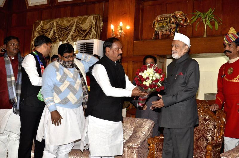BJP leader Raghubar Das, who was elected as BJP state legislature party leader and is set to be the first non-tribal chief minister of Jharkhand calls on Jharkhand Governor Syed Ahmed ... - Arjun Munda