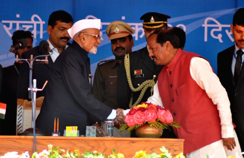 Jharkhand Governor Syed Ahmed administers oath of office to the new Chief Minister of Jharkhand Raghuwar Das at Morhabadi Grounds in Ranchi on Dec 28, 2014.