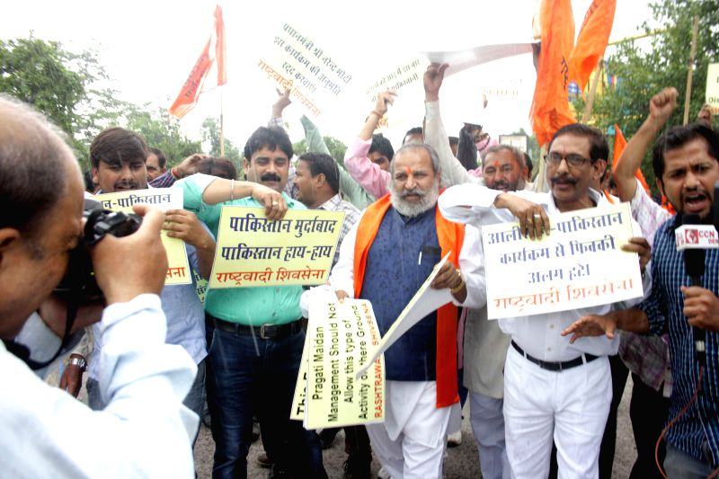 Rashtrawadi Shivsena workers led by their chief Jai Bhagwan Goyal demonstrate against `Alishan Pakistan` exhibition which is scheduled to be organised jointly by FICCI and TDAP from 1th to 14th ...