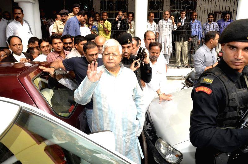 Rashtriya Janata Dal (RJD) Supremo Lalu Prasad Yadav arrives to appear before special CBI Court in connection with Chaibasa Fodder scam case in Ranchi on June 9, 2017. - Lalu Prasad Yadav