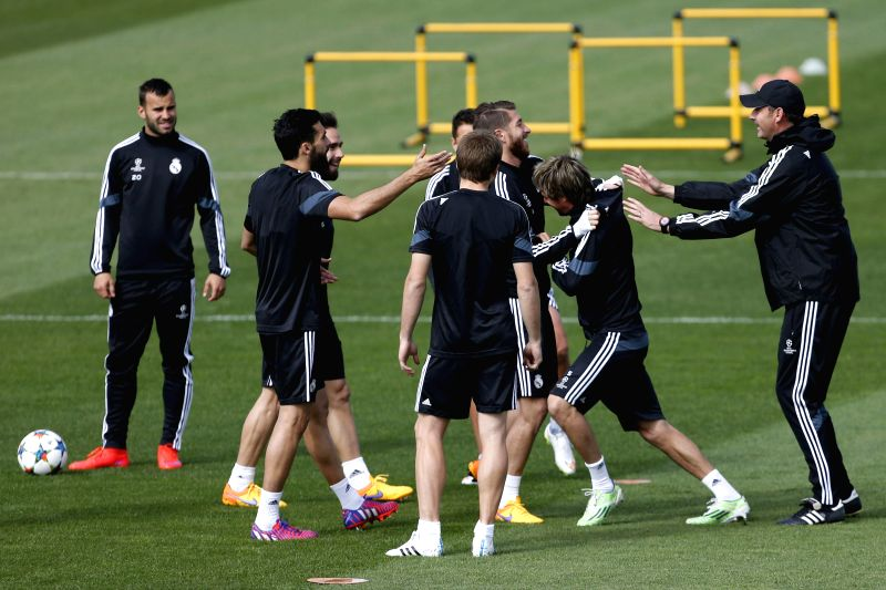 Real Madrid players share a light moment during a training session held at the team's sports complex in Valdebebas, Madrid, Spain, 13 April 2015. Real Madrid will face Atletico Madrid in a UEFA ...