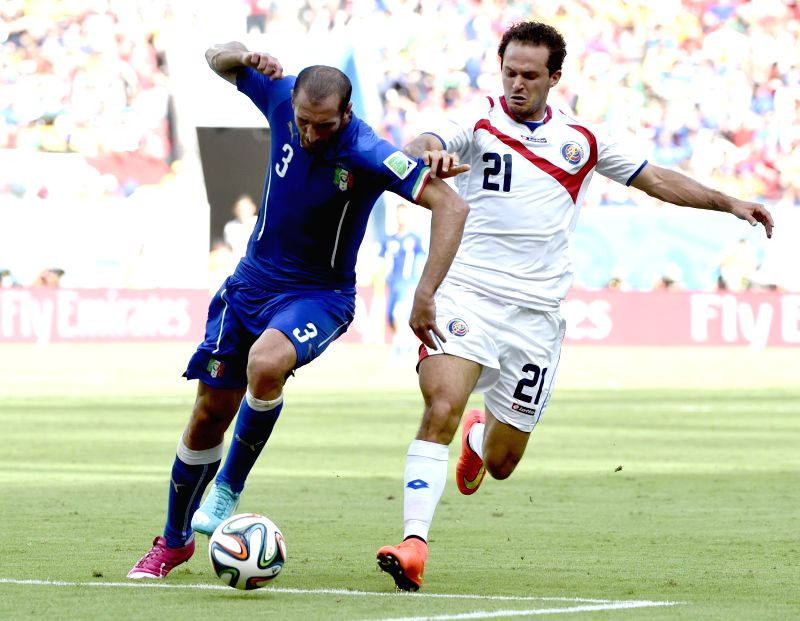 Italy's Giorgio Chiellini (L) vies with Costa Rica's Marco Urena during a Group D match between Italy and Costa Rica of 2014 FIFA World Cup at the Arena Pernambuco ...