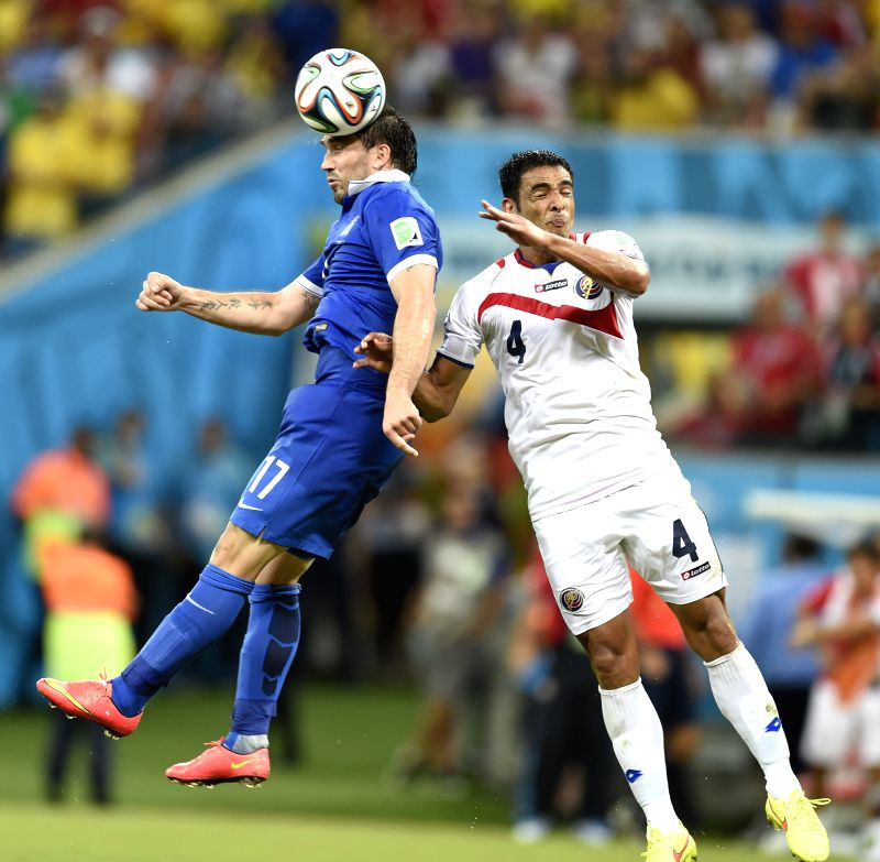Costa Rica's Michael Umana (R) competes for a header with Greece's Theofanis Gekas during a Round of 16 match between Costa Rica and Greece of 2014 FIFA World Cup at