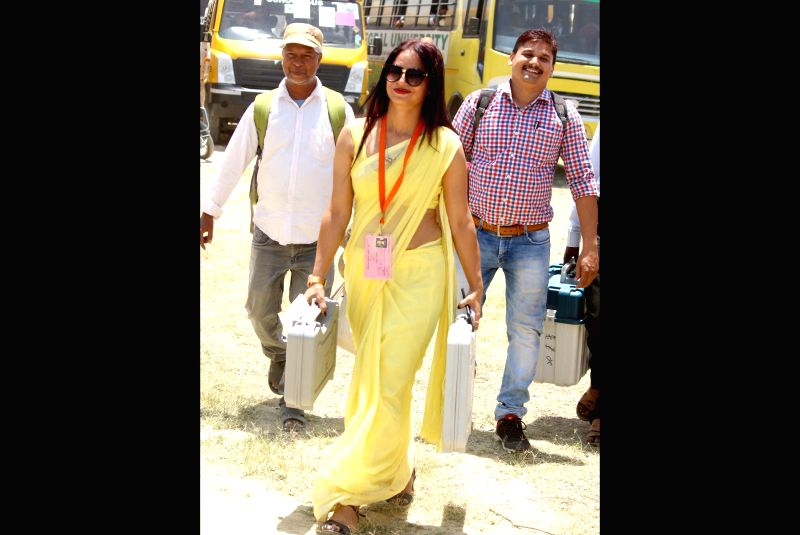 Reena Dwiwedi, who works as an assistant officer in the PWD department. When she walked in for polling duties in Lucknow carrying an EVM, earlier this month, her svelte figure and canary yellow sari made heads turn. One of her colleagues clicked her