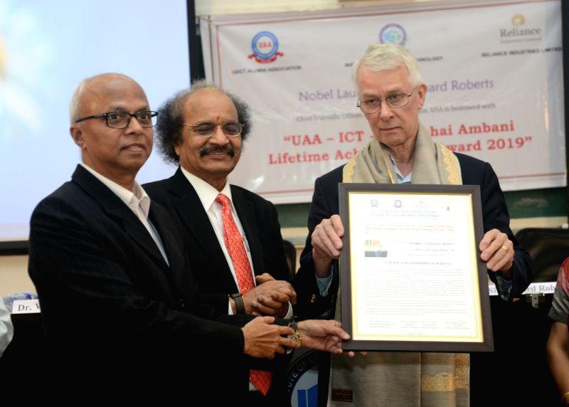 Reliance Industries Ltd Senior Vice President Vijay Habbu and Institute of Chemical Technology (Mumbai) Vice Chancellor Prof. G. D. Yadav present the UDCT Alumni Association (UAA) & ... - G. D. Yadav