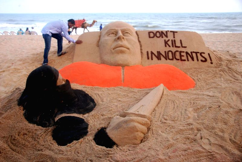 Renowned sand artist Sudarsan Pattnaik condemns beheading of American journalist James Foley by ISIS militants in Iraq through his art at Puri beach on Aug 21, 2014.
