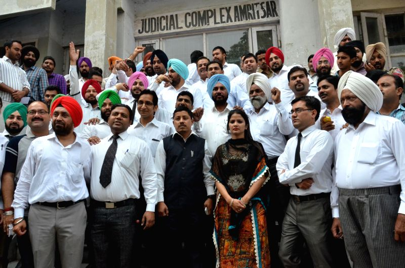 Renu Mahajan, the wife of injured Advocate Vineet Mahajan and members of  Amritsar Bar Association protest against the Local Bodies Minister Anil Joshi outside Court Complex in Amritsar on May 12, ... - Renu Mahajan and Vineet Mahajan