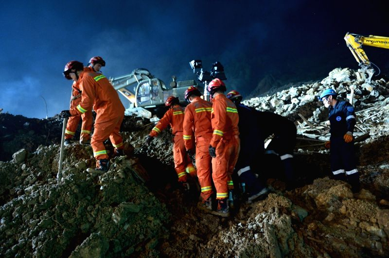 :Rescuers search for the missing at the landslide site in Lidong Village of Yaxi Township in Lishui, east China's Zhejiang Province, Nov. 13, 2015. Sixteen ...