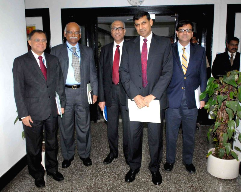 Reserve Bank of India (RBI) Governor Raghuram Rajan with Deputy Governors H R Khan, R Gandhi, Subhash Sheoratan Mundra and Urjit Patel ahead of a press conference in Mumbai on Aug 5, 2014. - R Gandhi and Urjit Patel
