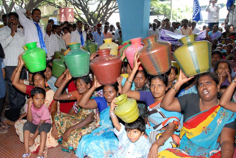 Residents of Koramangala Ambedkar Nagar and Lakshman Rao Nagar demonstrate against shortage of drinking water in front of Cauvery Bhavan in Bangalore on July 7, 2014. - Lakshman Rao Nagar
