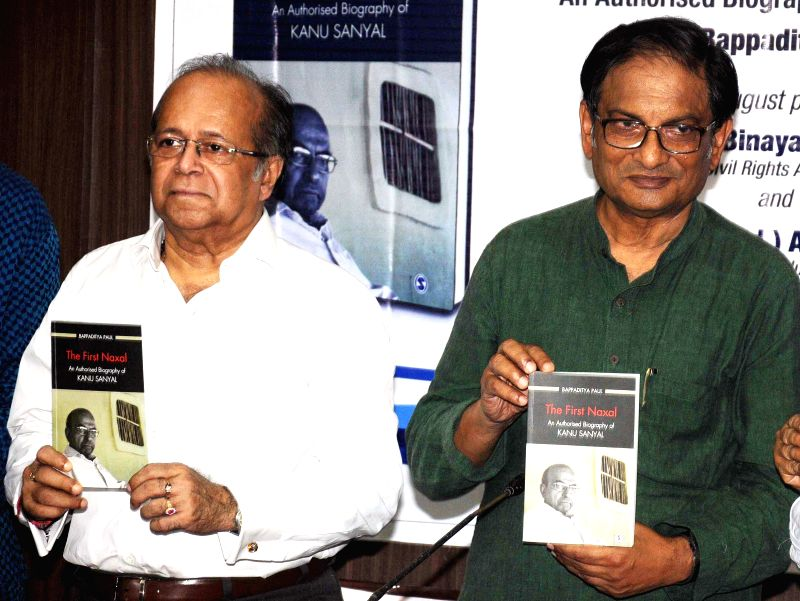 Retired Supreme Court judge Justice Ashok Kumar Ganguly and social activist Binayak Sen release biography of Naxal leader Kanu Sanyal at Press Conference in Kolkata on Aug 22, 2014. - Ashok Kumar Ganguly