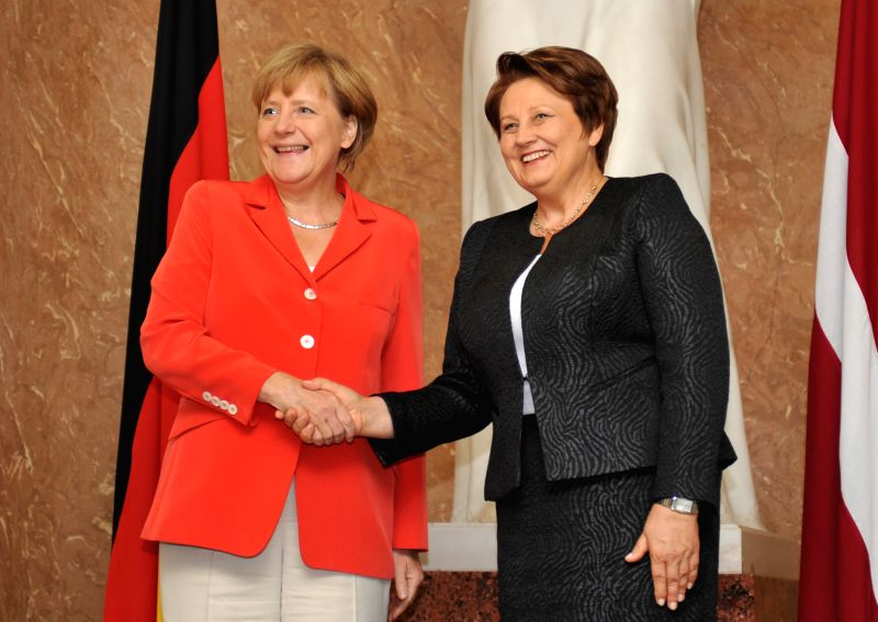 German Chancellor Angela Merkel(L) shakes hands with Latvian Prime Minister Laimdota Straujuma during a joint press conference in Riga, Latvia, on Aug. 18, 2014. ... - Laimdota Straujuma