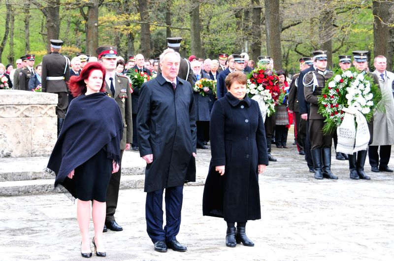 Photo: Latvia's President Andris Berzins (C), Speaker of Parliament Solvita Aboltina (L) and Prime Minister Laimdota Straujuma  (R) attend a ceremony marking the 69th ... - Laimdota Straujuma