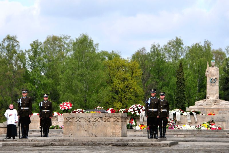 Photo: Soldiers attend a ceremony marking the 69th anniversary of the Allied victory in World War II, in Riga, capital of Latvia, on May 8, 2014. Photo: (Xinhua/Guo ...