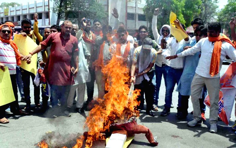 """Right wing Hindu activists stage a demonstration against Pakistan after an Army soldier and a BSF trooper were killed and """"mutilated"""" on the LoC in Jammu and Kashmir by Pakistani ..."""