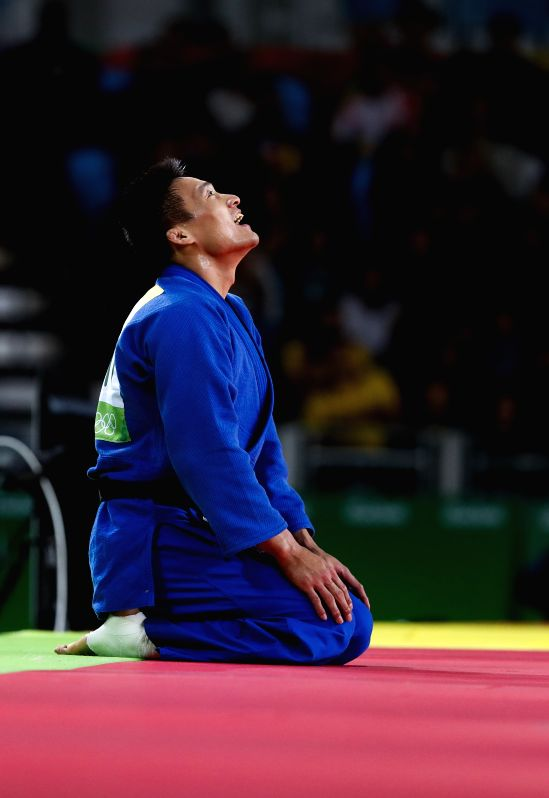 RIO DE JANEIRO, Aug. 10, 2016 - Cheng Xunzhao of China celebrates during the men's -90kg judo contest for bronze medal against Mongolia's Otgonbaatar Lkhagvasuren at the 2016 Rio Olympic Games in Rio ...