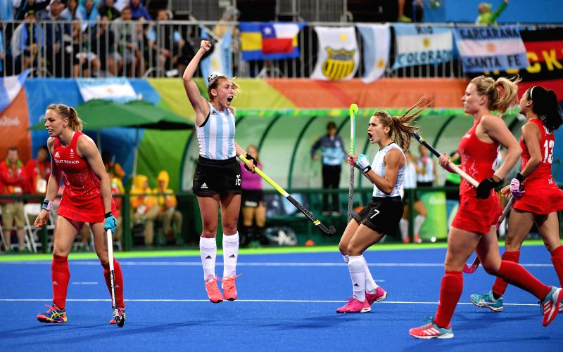 RIO DE JANEIRO, Aug. 10, 2016 - Florencia Habif (2nd, L) of Argentina reacts during a women's pool B match of Hockey between Britain and Argentina at the 2016 Rio Olympic Games in Rio de Janeiro, ...
